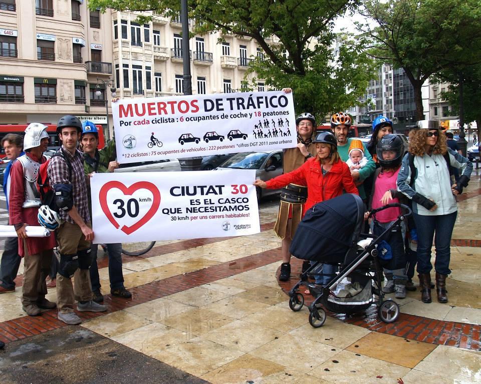 Pancarta-No-Casco-Obligatorio